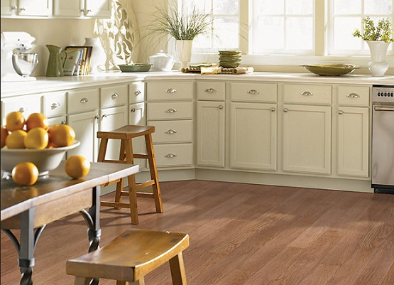 Oak vinyl flooring for kitchen - image: feelgoodfloors.com