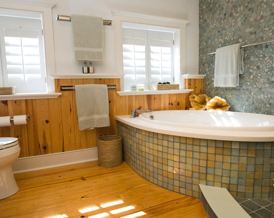 Contemporary bathroom with hardwood floor