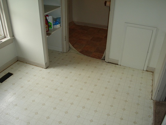 Glueless vinyl flooring with ceramic tile nature motif