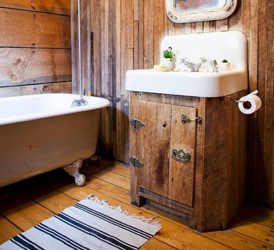 bathroom decoration with rustic hardwood flooring