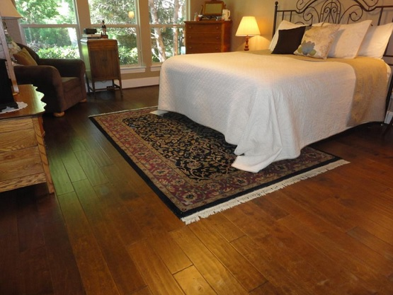 The advantage of hand scraped laminate flooring flooring for Best laminate flooring for bedrooms