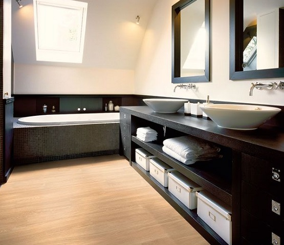 Bathroom With Aqua Steps Waterproof Wood Laminate Flooring