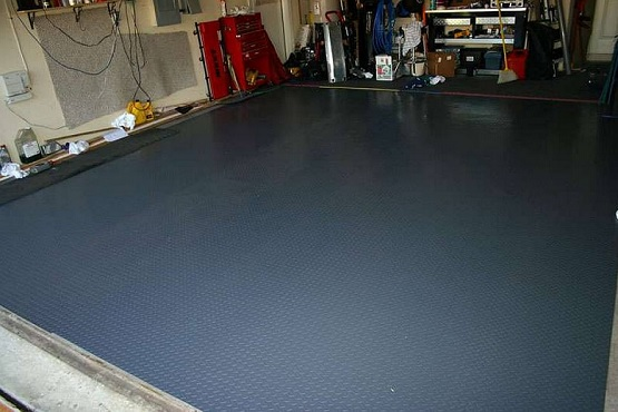 Flexible rubber tile for garage floor coatings