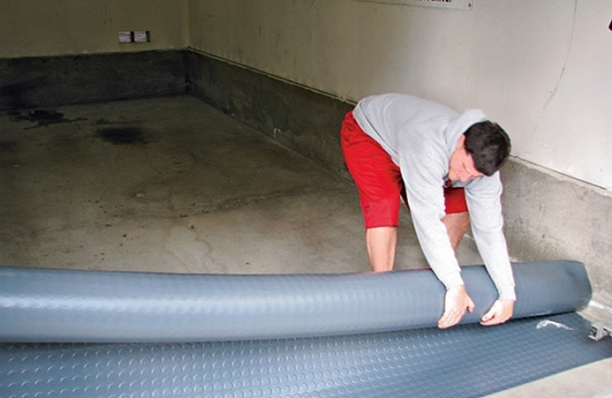 Roll-Out residential garage rubber flooring