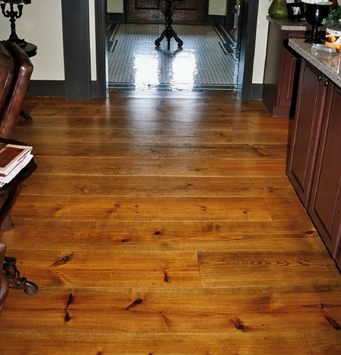 Southern yellow wide plank pine flooring - image : authenticpinefloors.com
