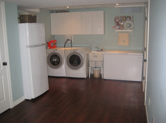 Basement laundry room with vinyl flooring