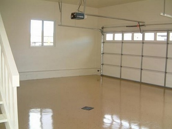 Painted Garage Floor With High Gloss Cream Coating
