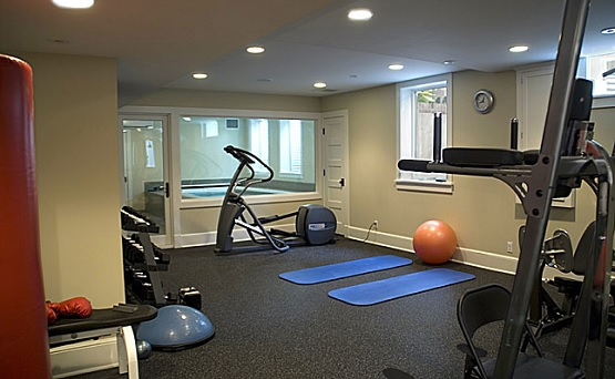 Choosing the best home gym flooring options