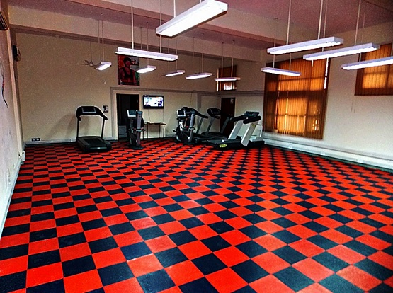 Stylish interlocking rubber gym floor tiles