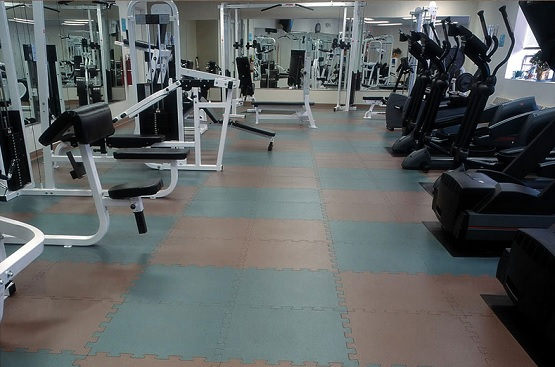Textured virgin rubber gym flooring tiles