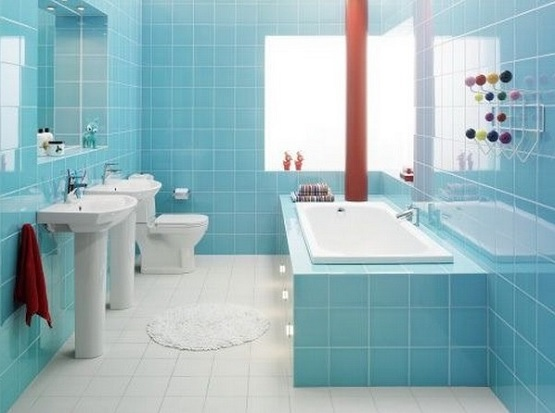 Bright tiles for small bathroom floor