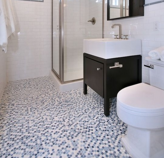 Black and white penny bathroom floor tile design | Flooring Ideas ...