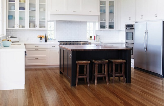 Minimalist kitchen design with contemporary red oak hardwood flooring