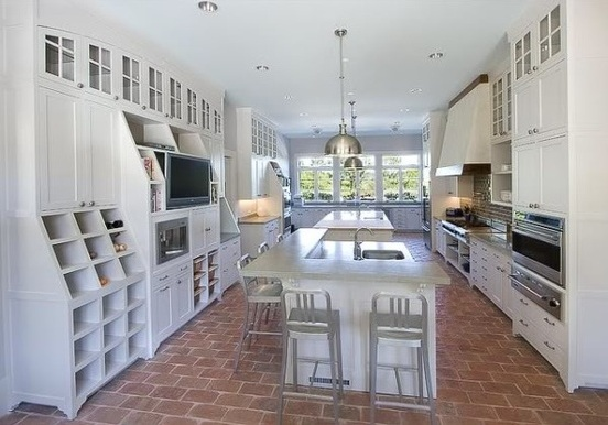 Brick floor tile flooring in modern white kitchen for Classic kitchen floor tile