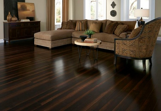 Dark brown laminate flooring in living room with smoth finishing