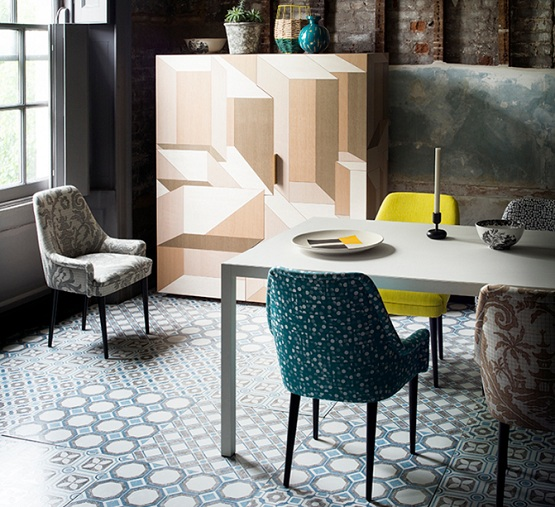 Patterned floor tiles in dining room with baroque blue white combination tiles