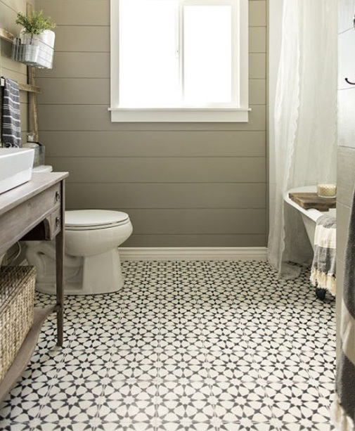 Patterned floor tiles in vintage bathroom decorations
