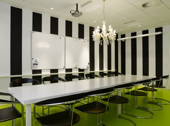Green floor paint ideas for small meeting room