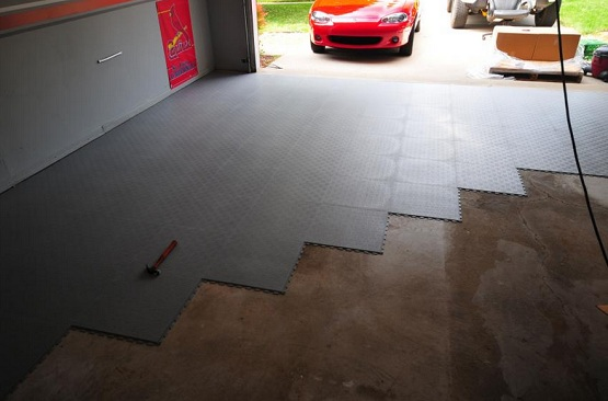 Black rubber interlocking garage floor tiles