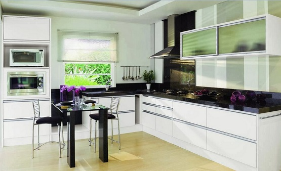 Cream Laminate Flooring Combined With Black And White Kitchen Furniture