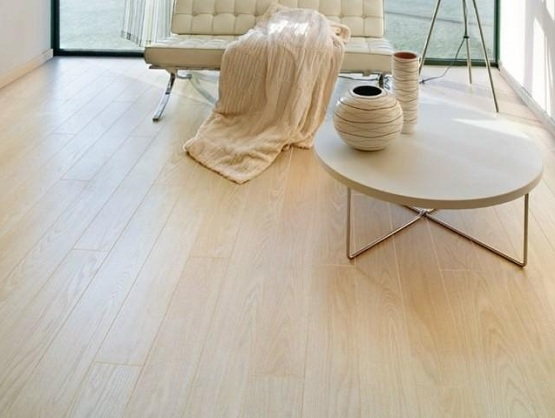 Cream laminate flooring combined with cream stainless steel frame lounge chair