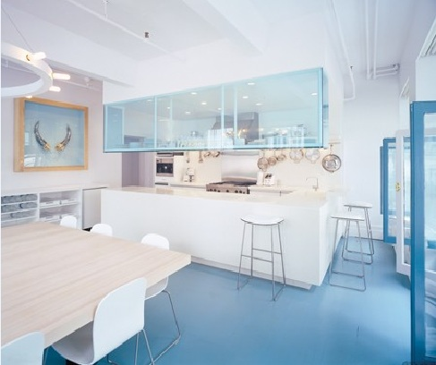 Light blue rubber floor paint for kitchen and dining room