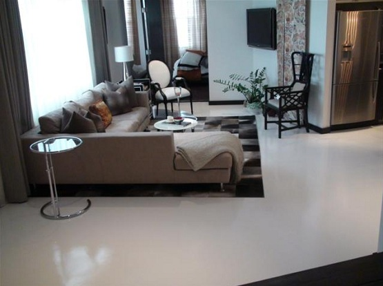 Rubber floor paint in living room