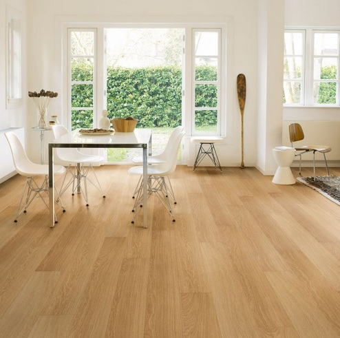Uniclic laminate flooring in dining room