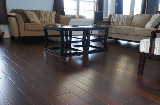 Beautiful wood flooring random width pattern in living room