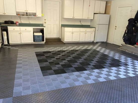 Snap together garage flooring tiles with three color variations