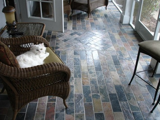 Natural slate flooring on small narrow patio designs
