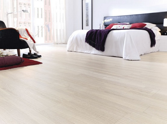 White Oak Laminate Flooring For Modern Master Bedroom Design