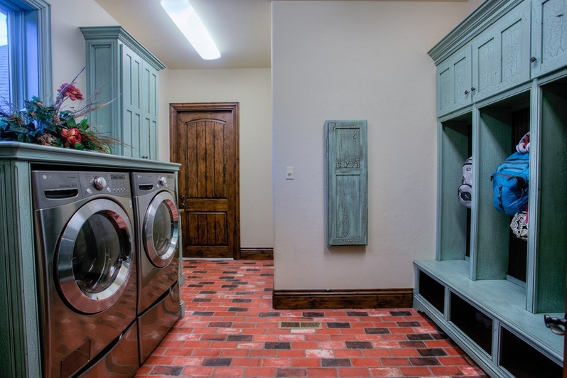 Brick laundry room floors flooring ideas floor design for Laundry room floor ideas